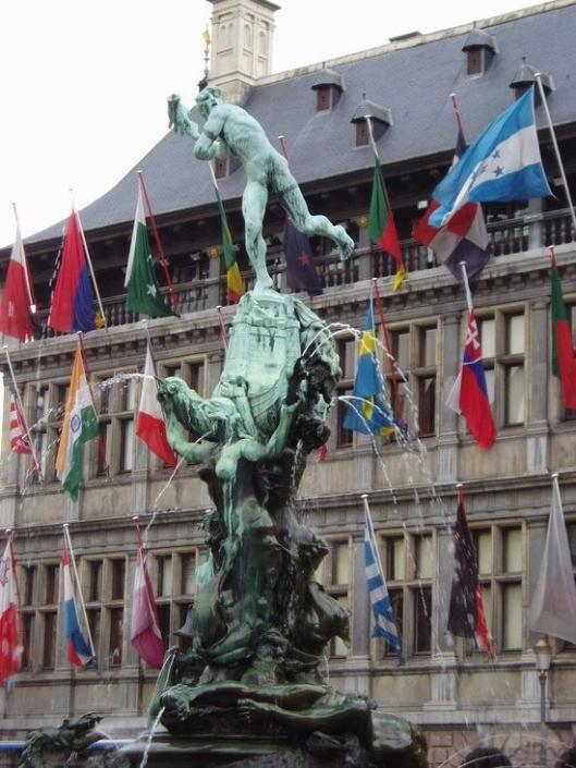 001_antwerp-silvius-brabo144 copie-statue-antwerp