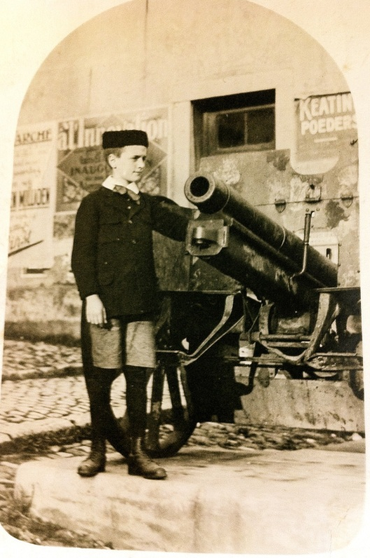 001_Ghislain cannon180