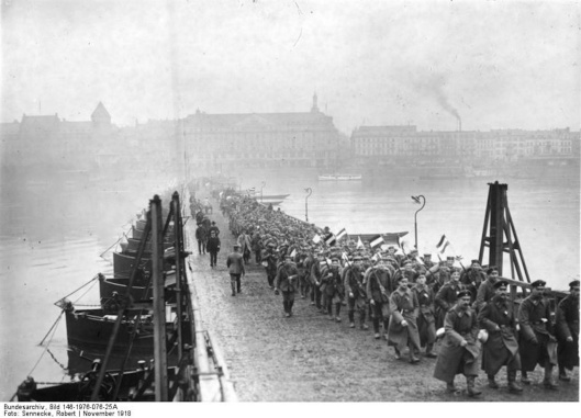 Koblenz, Soldaten ¸berqueren Rheinbr¸cke
