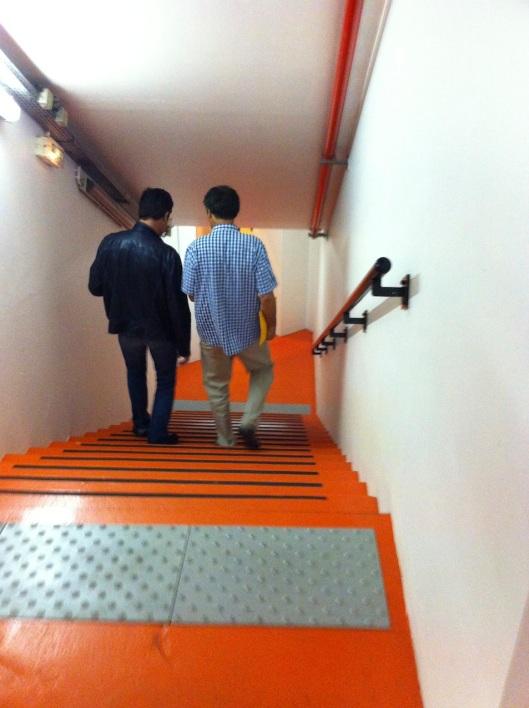 001_éscaliers oranges C180