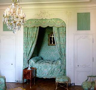 002_le lit en alcove de la marquise, (chateau de Versailles)dans sa chambre - Version 2